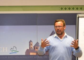 Udo Schroeter auf der Suche nach der Visitenkarte des Lebens